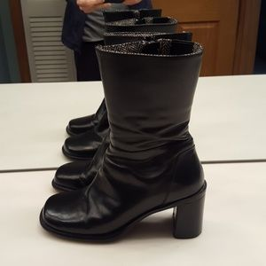 TOMMY HILFIGER BLACK LEATHER SIDE ZIP ANKLE  BOOTS